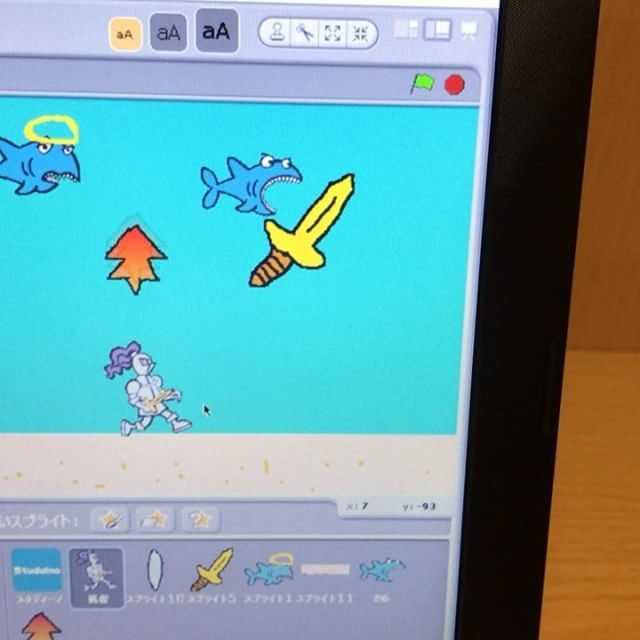 今日はちょっと寄り道して、キャラクターを動かしてのゲーム作り♪物理的な制約がない分自由な発想でゲームを作ってましたよ〜#小学生 #ロボットプログラミング #スクラッチ